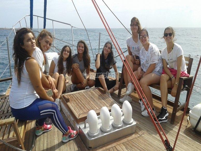 帆船驶离埃斯特波纳家庭