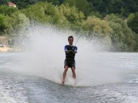 A toda velocidad con los esquís de agua