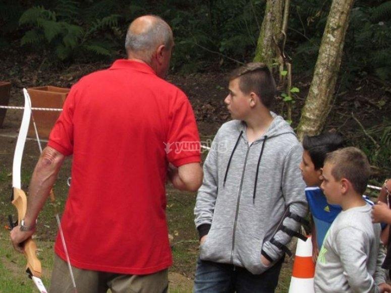 con el instructor de tiro con arco
