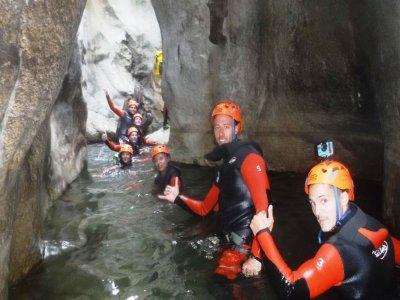 在 Las Buitreras 峡谷 2 级溪降