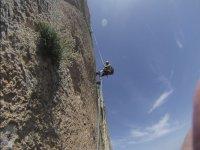 Escalando la pared de roca