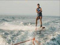 在Mar Menor中滑水