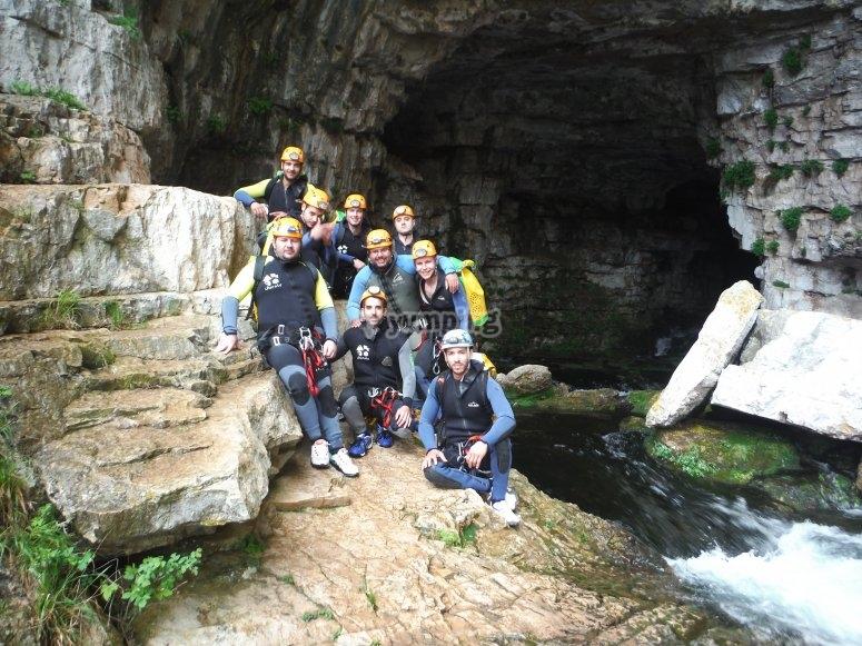 la entrada de la cueva