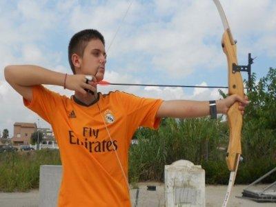 在巴塞罗那为儿童射箭课程