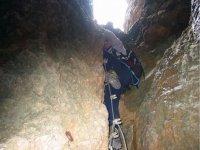 Alcanzando la entrada de la cueva