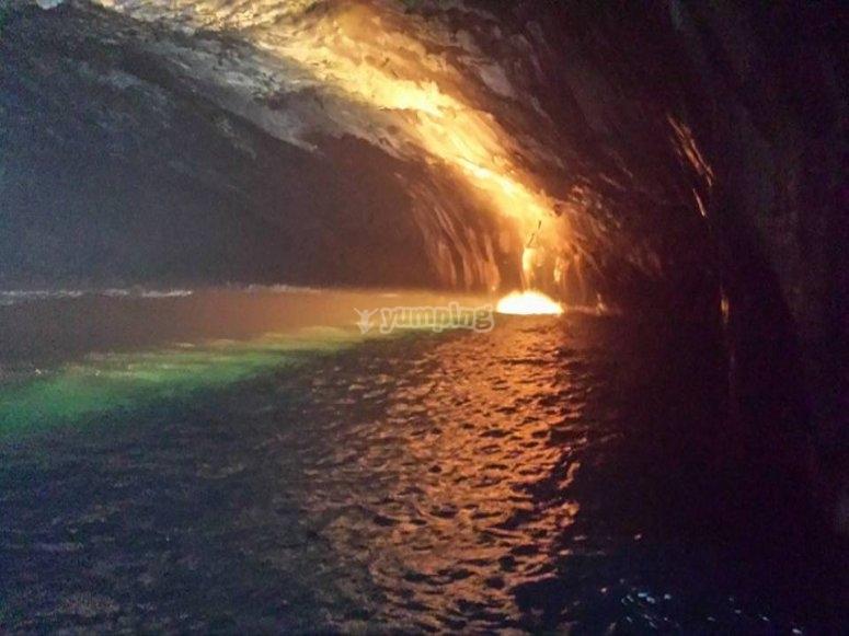 洞穴中的日落