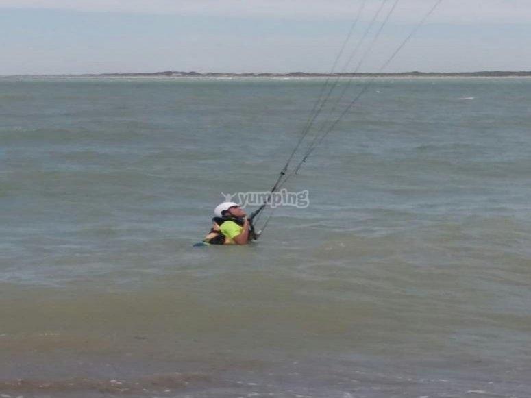 Luchando con la cometa para salir a flote en Cádiz