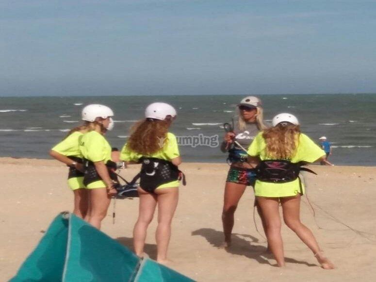 Lección sobre kitesurf en Cádiz