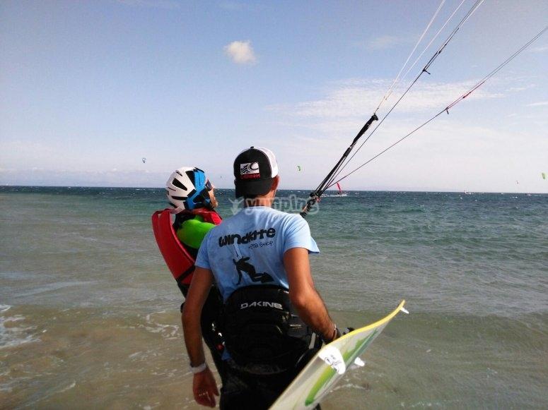 Aprendiendo kite en tierra en Cádiz