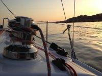 帆船的日落在比拉诺瓦和拉杰尔特鲁