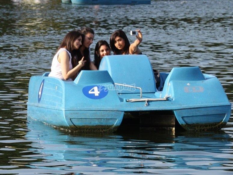Chicas en el hidropedal