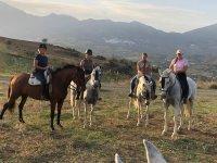 Preparándose para travesía a caballo por el Valle del Guadalhorce