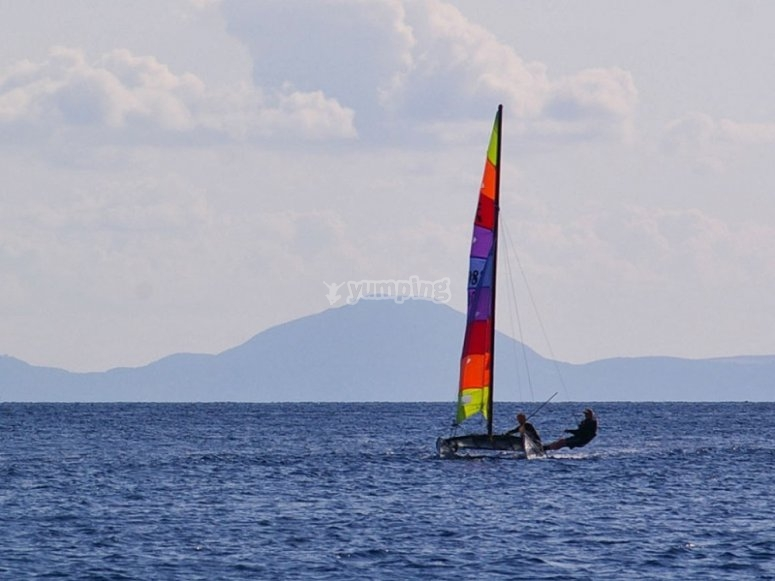 Hobie cat en el mar