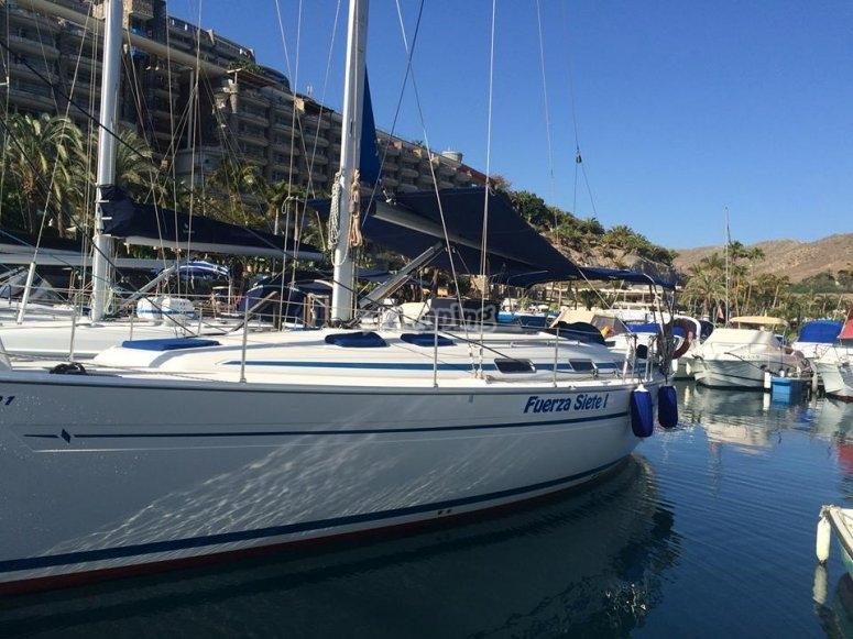 帆船停泊在Las Palmas de Gran Canaria