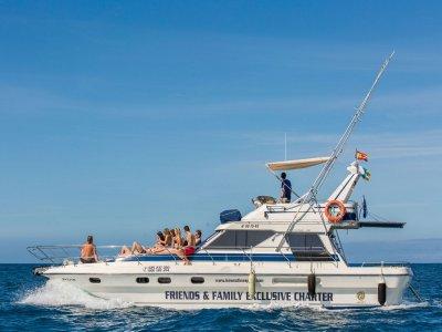 乘坐摩托艇乘坐Anfi del Mar 1小时