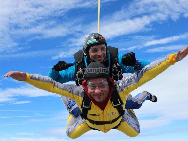 Primer salto en paracaidas