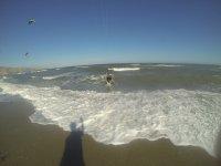 Haciendo kitesurf