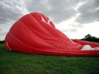 Inflado del globo aerostático en Granada