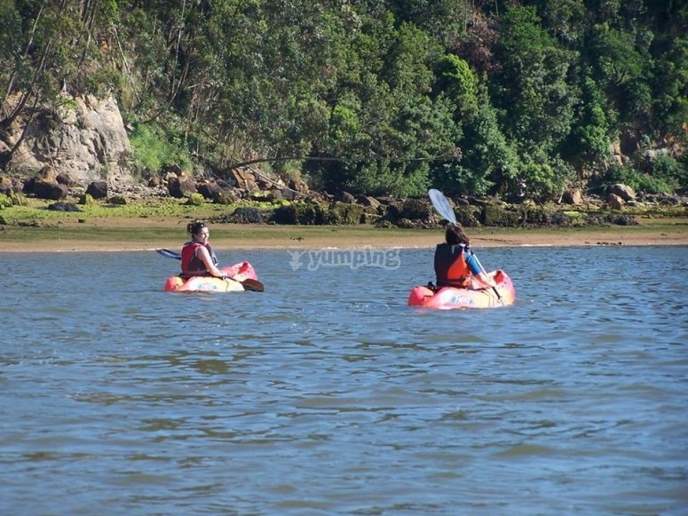 Travesia de kayak por la bahia de Cantabria