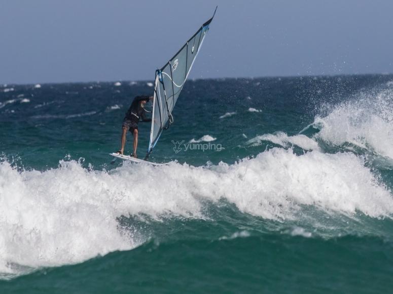 Sesión de windsurf en Gandía