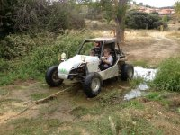 Conduciendo el buggy por caminos de barro