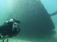在船上潜水