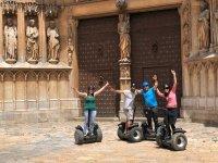 Edificios históricos en Tarragona con los segways