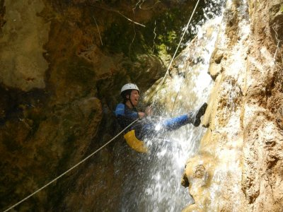 Canyoning di medio livello in Arroyo Majales 4h