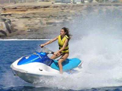 摩托车出租水Torviscas海滩20分钟