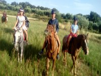Amigas y amigos a caballo en Bierge