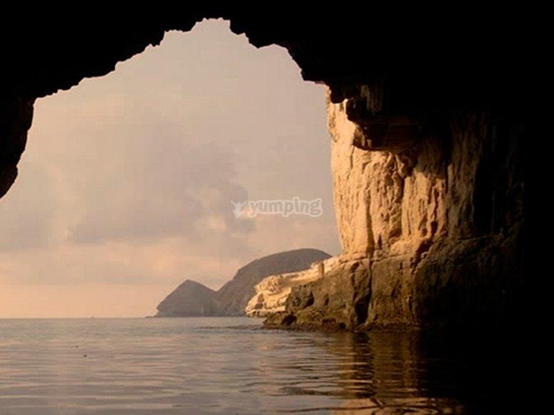Piraguas en cuevas