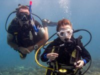 特内里费岛的两名潜水员