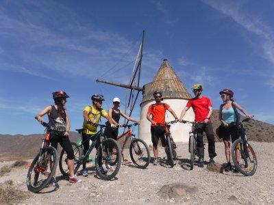 在Cabo de Gata-Níjar进行BTT短途旅行3小时