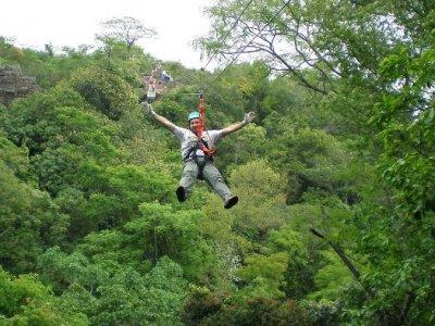 Ribadesella的带拉链线的冒险乐园