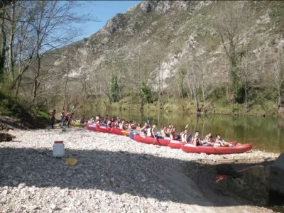 Descent of the Sella in canoes in Arriondas children