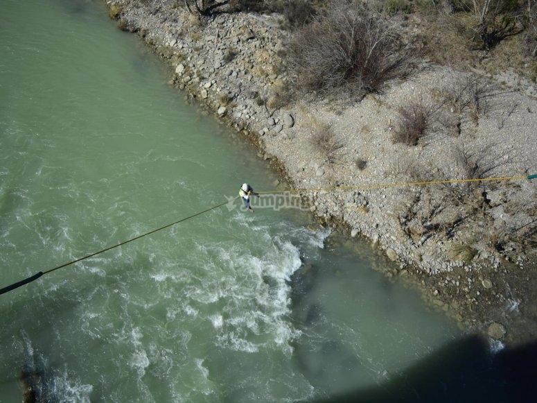 Puenting sobre el rio