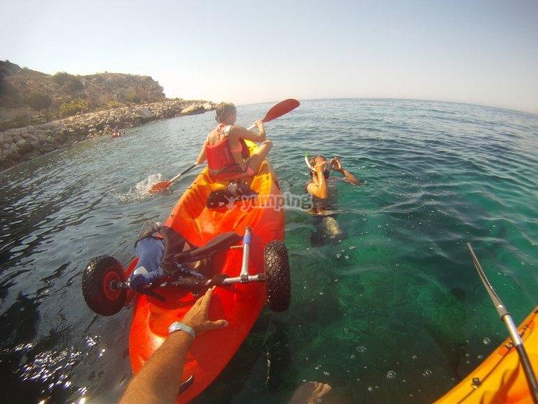 snorkel con kayak en peñon
