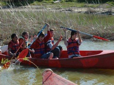 在埃布罗河口的独木舟路线,孩子们