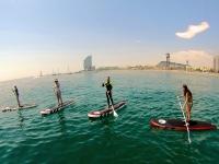 莫洛凯标志女孩集团享受了一天的桨和sol.jpg