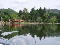 Area recreativa a los pies del pantano
