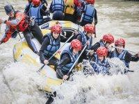 Tra le rapide che fanno rafting
