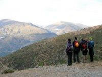 穿越山脉的徒步旅行路线