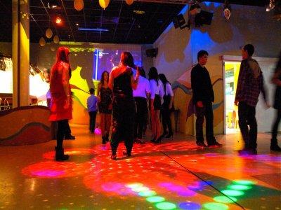 Fiesta privada en Madrid con música y bebida