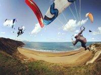 Vuelos acrobaticos en parapente en Sopelana