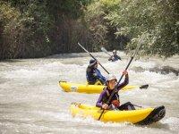 Canoas individuales en aguas bravas