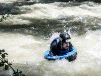 Hidrospeed en el cauce de aguas bravas