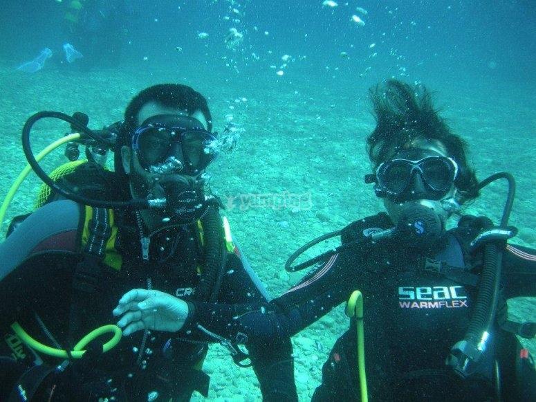 Posando bajo el agua