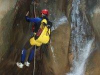 Descendiendo junto a la cascada