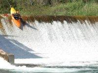 salto en kayak