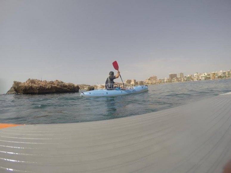 在水中沉没桨